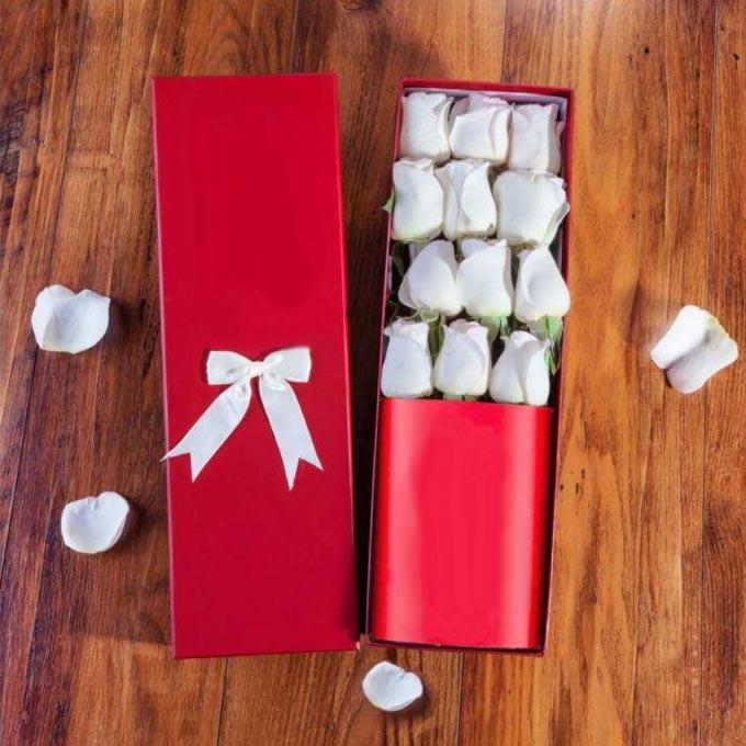 باکس گل داخل جعبه رز سفید