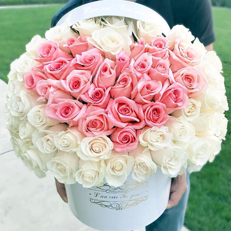 باکس گل رز سفید با قلب صورتی