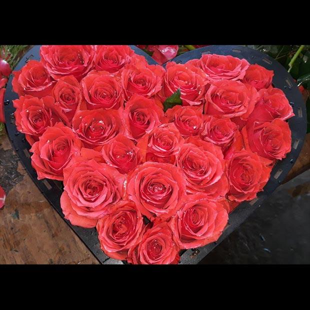 باکس گل رز قرمز ارزان داخل جعبه قلبی