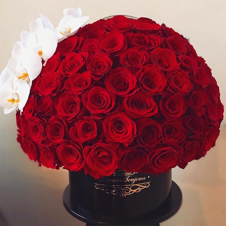 باکس گل رز قرمز با ارکیده سفید