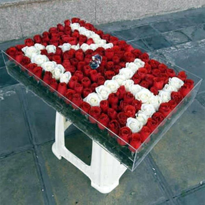باکس گل رز قرمز با حرف ژ و لاتین ZH