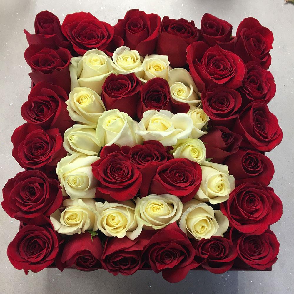 باکس گل رز قرمز حرف بی انگلیسی