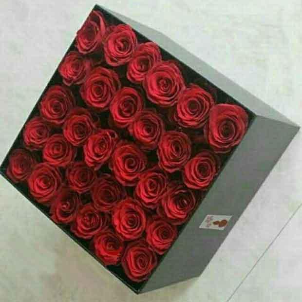 باکس گل رز قرمز سی تایی