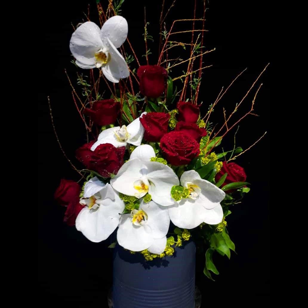 باکس گل رز گرد قرمز و سفید