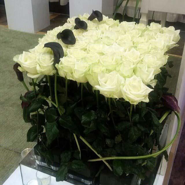 باکس گل رومیزی مجلس ترحیم برای تسلیت جعبه رز سفید