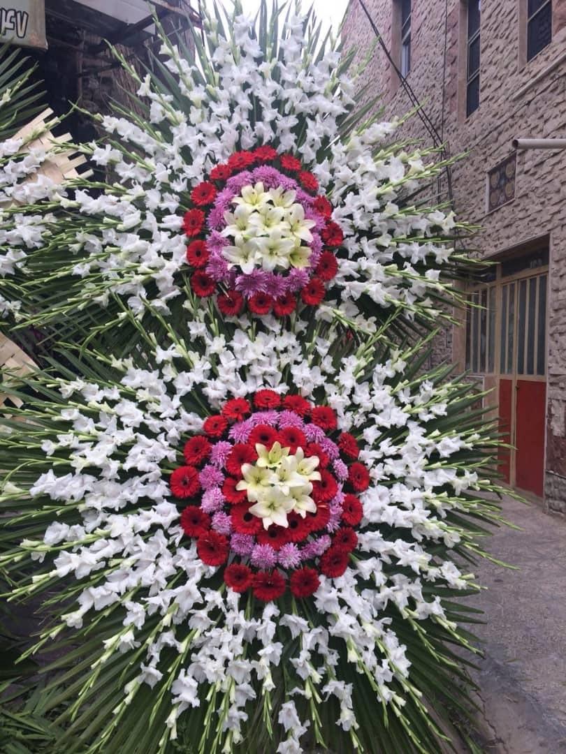 تاج گل ترحیم دو طبقه سفید قرمز بنفش