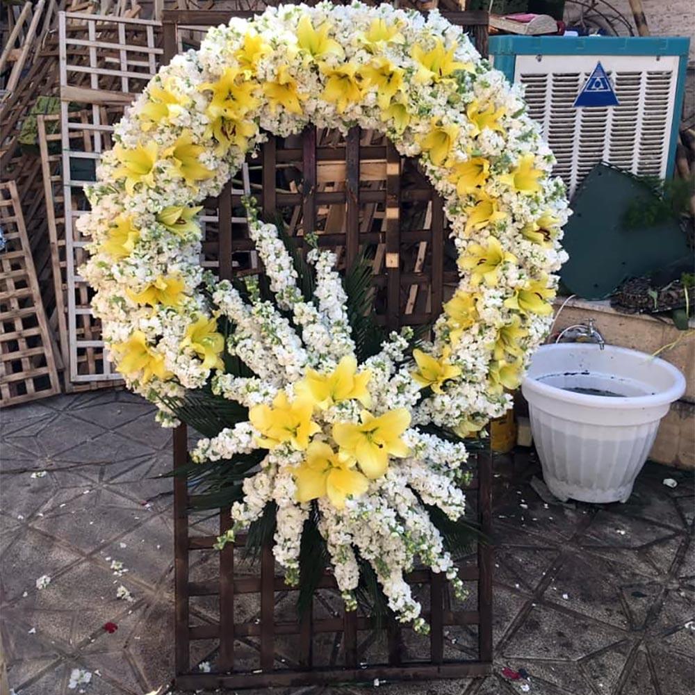تاج گل طبیعی نامزدی چهارخانه چوبی با گل حلقه ای زرد