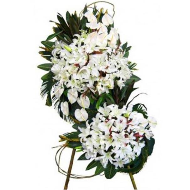 تاج گل فانتزی با انتریم لیلیم روی پایه سرخ پوستی