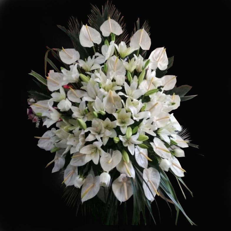 تاج گل لیلیوم و آنتوریوم سفیدپایه فرفورژه