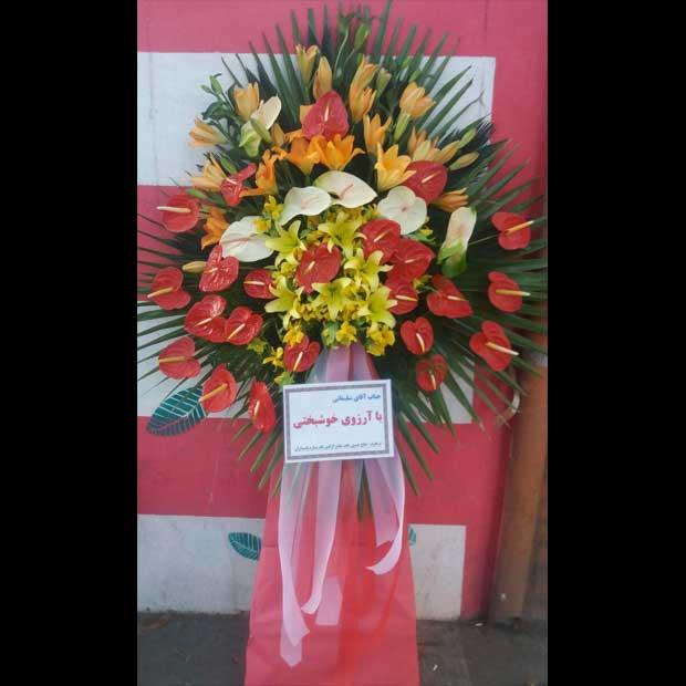 تاج گل یک طبقه برای افتتاحیه نمایشگاه