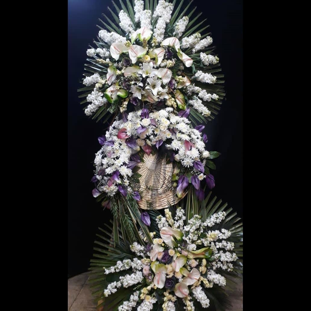 تاج گل 3 طبقه برای مراسم با گل شبو انتریم