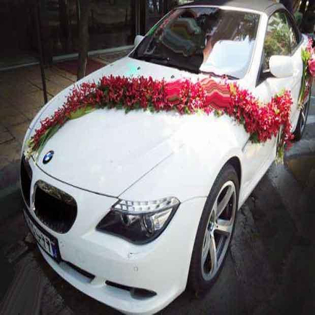 تزیین ماشین عروس گل ساده بی ام و