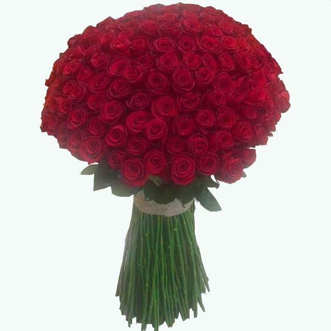 دسته گل رزقرمز بسیار زیبا