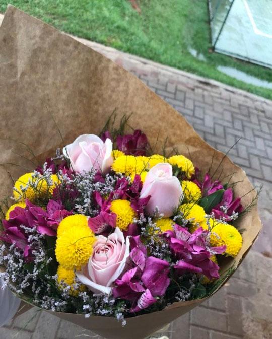 دسته گل زیبای جهان رمانتیک