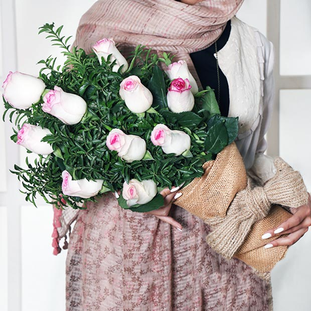 دسته گل هدیه دادن رز بالا ماتیکی
