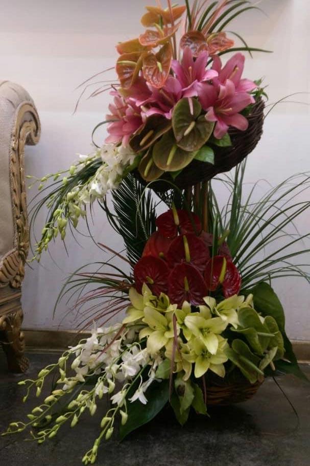سبد گل برای تبریک عروسی دو طبقه استوانه ای