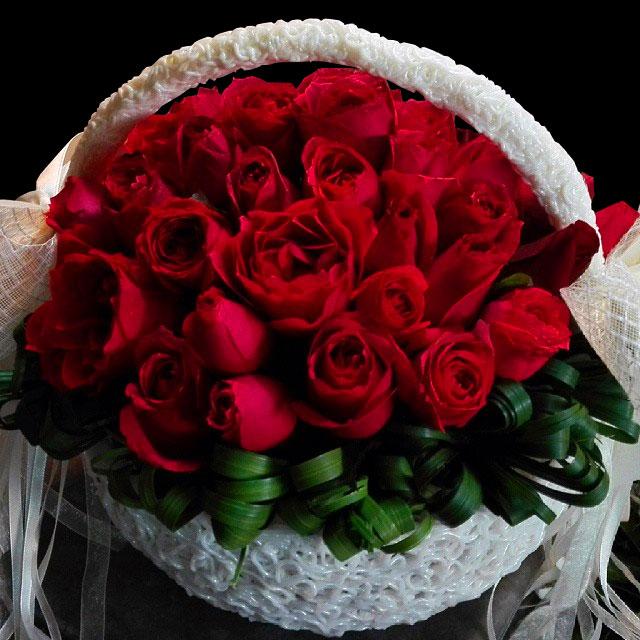 سبد گل رز قرمز فانتزی کوچک برای تبریک
