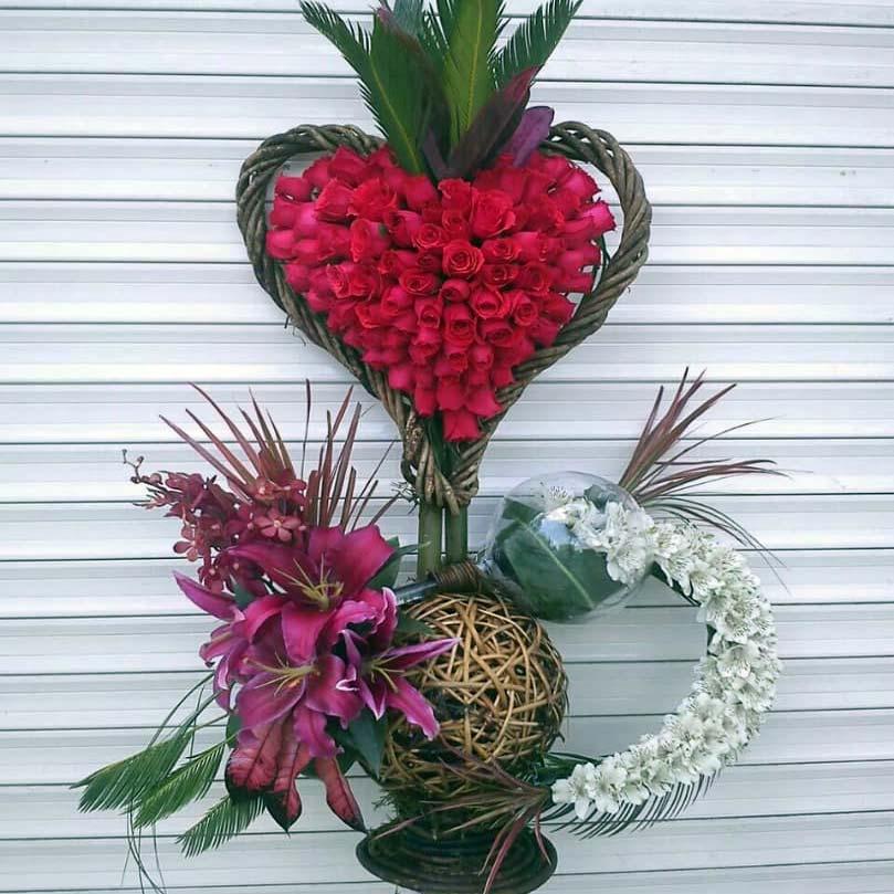 سبد گل رز قلبی تزئینی