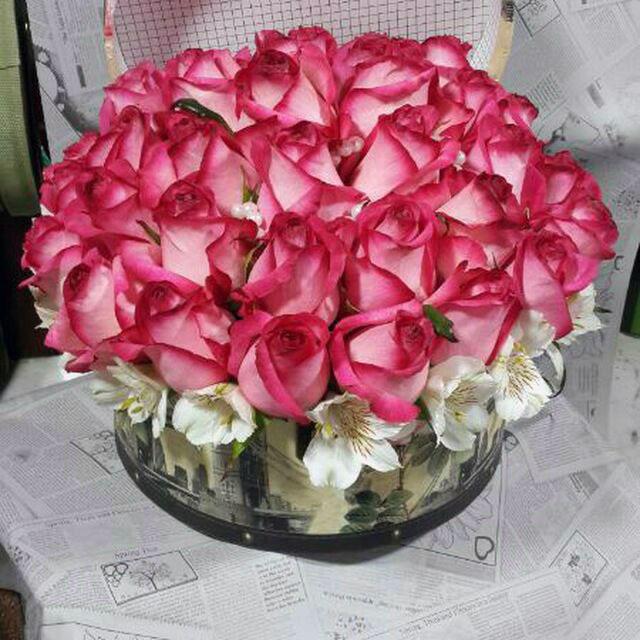 سبد گل رز لب ماتیکی صورتی سفید زیبا