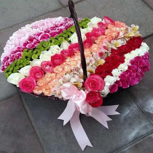 سبد گل رنگارنگ فانتزی طبیعی