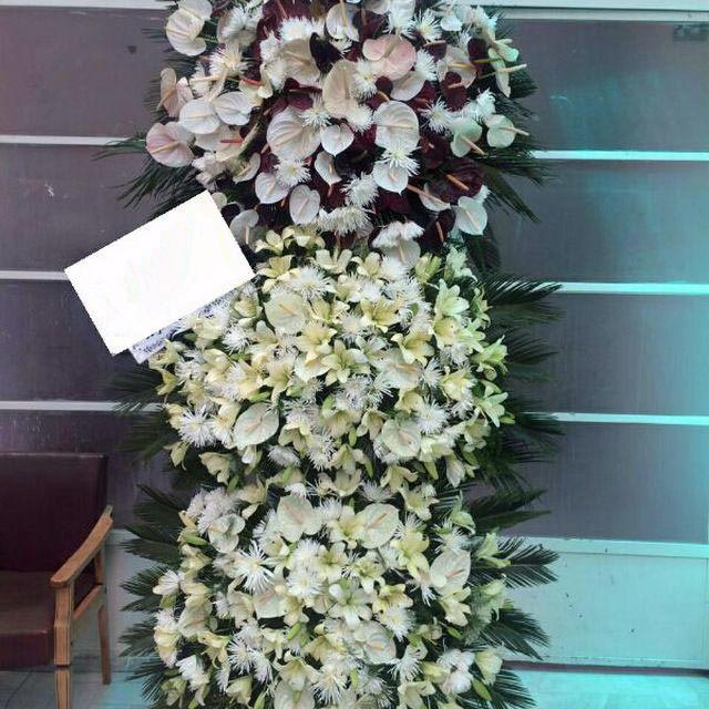 سبد گل مراسم ترحیم سه طبقه