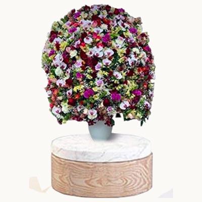 گلدان با گل های رنگارنگ زیبا